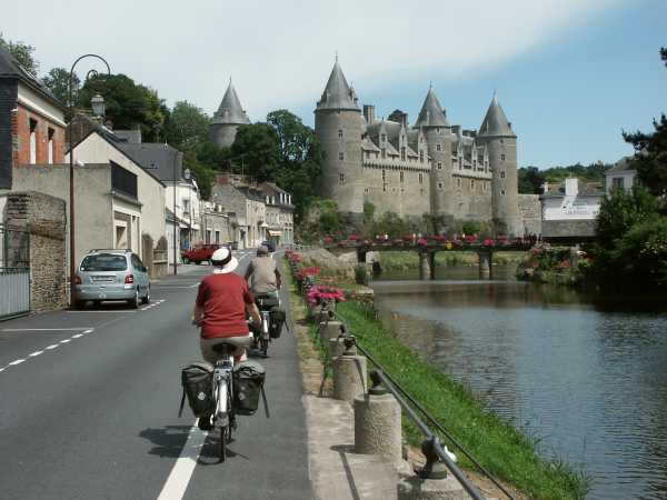 cycling to the chateaux at Josselin